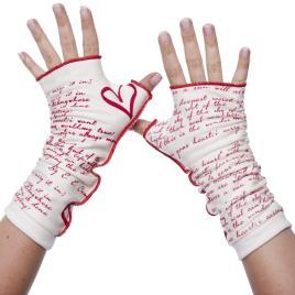 ICarryYourHeart_gloves_01_2000x